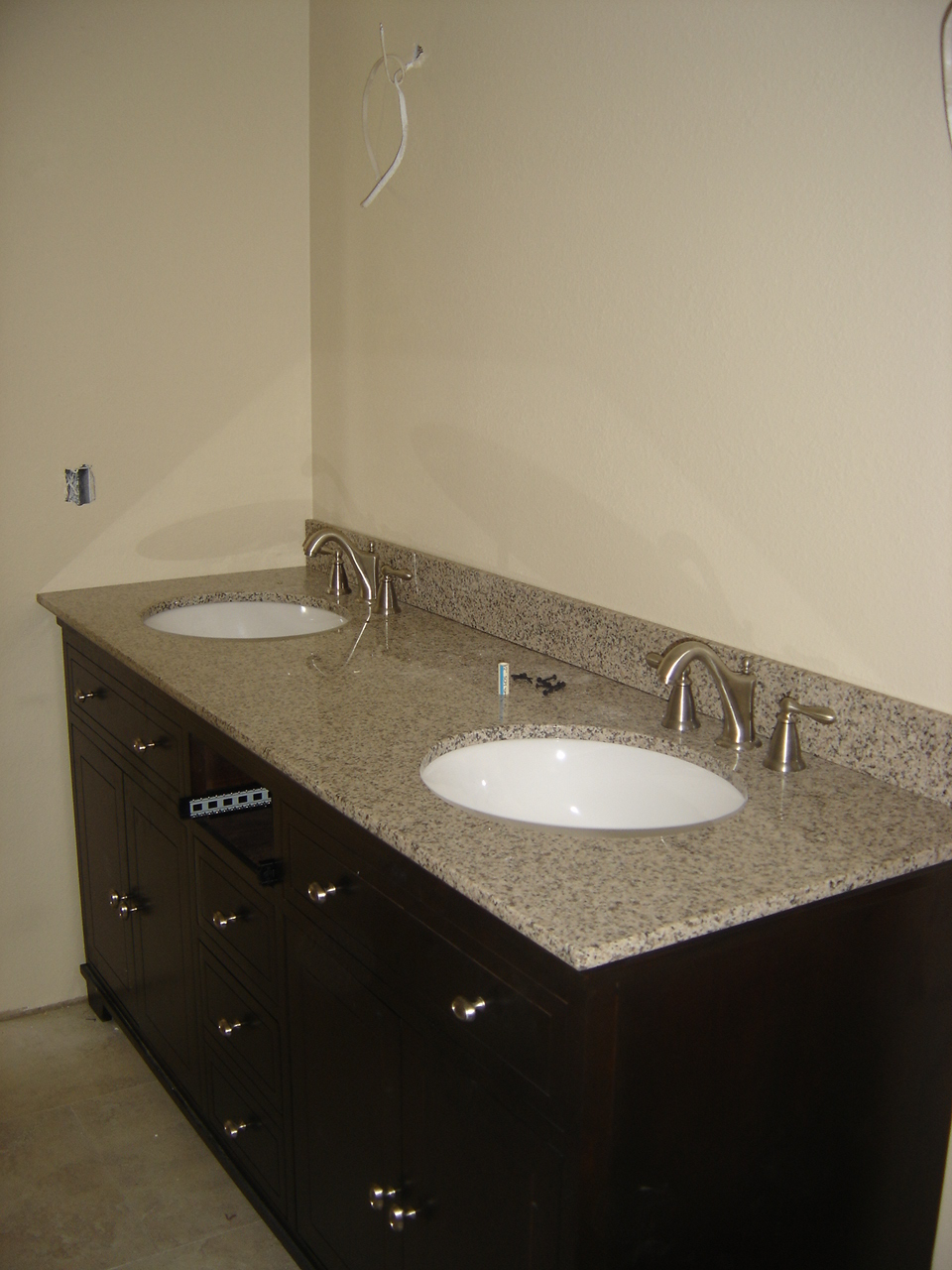 Tile metrics custom granite countertops 3cm 35sqft free - Custom bathroom countertops with sink ...